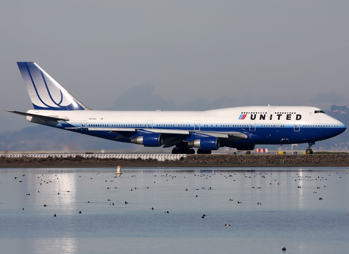 A8 Boeing 747-422, United Airlines