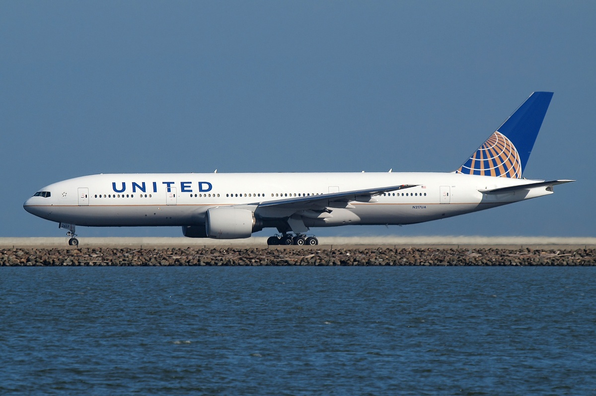 A4 Boeing 777-222(ER), United Airlines