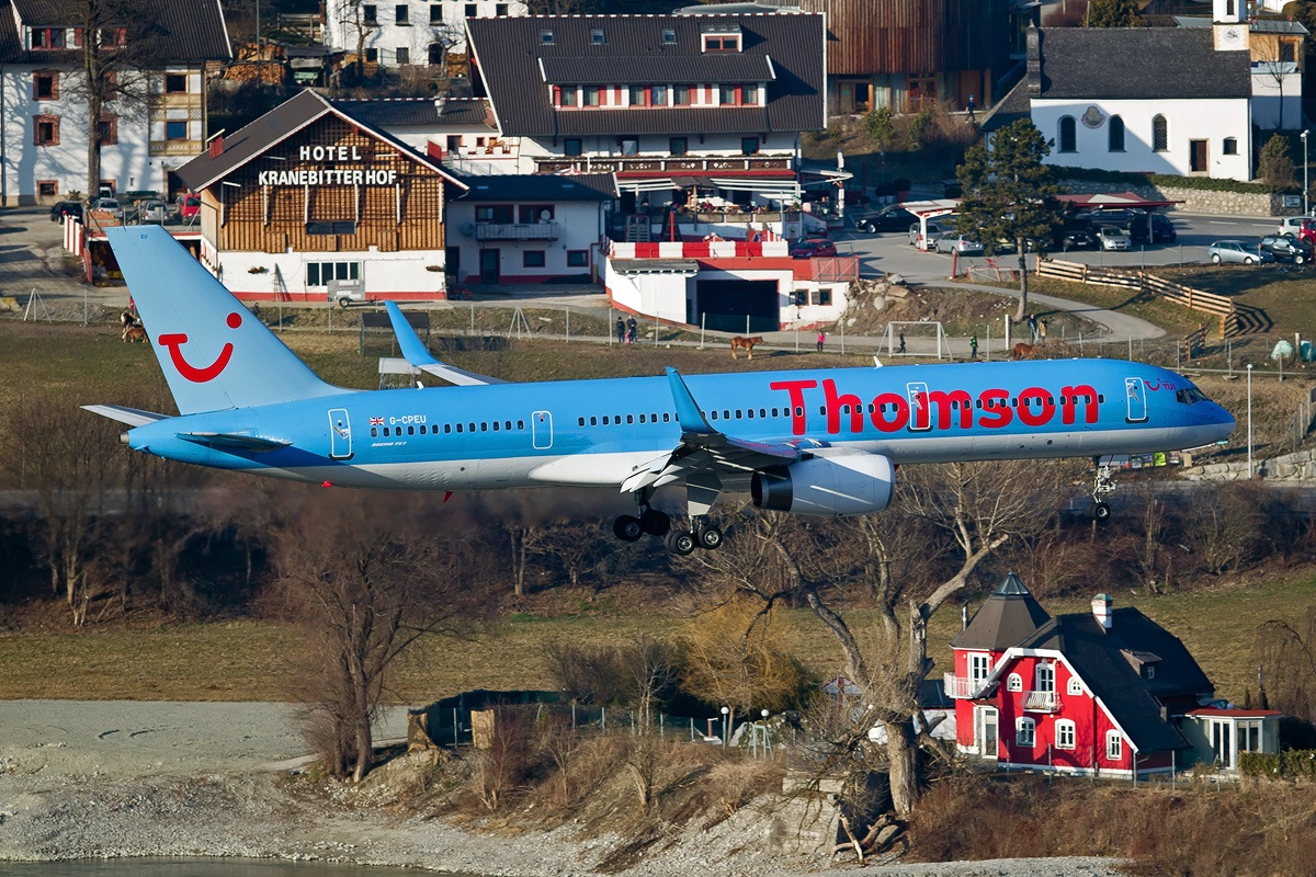 A6 Boeing 757-236, Thomson Airways